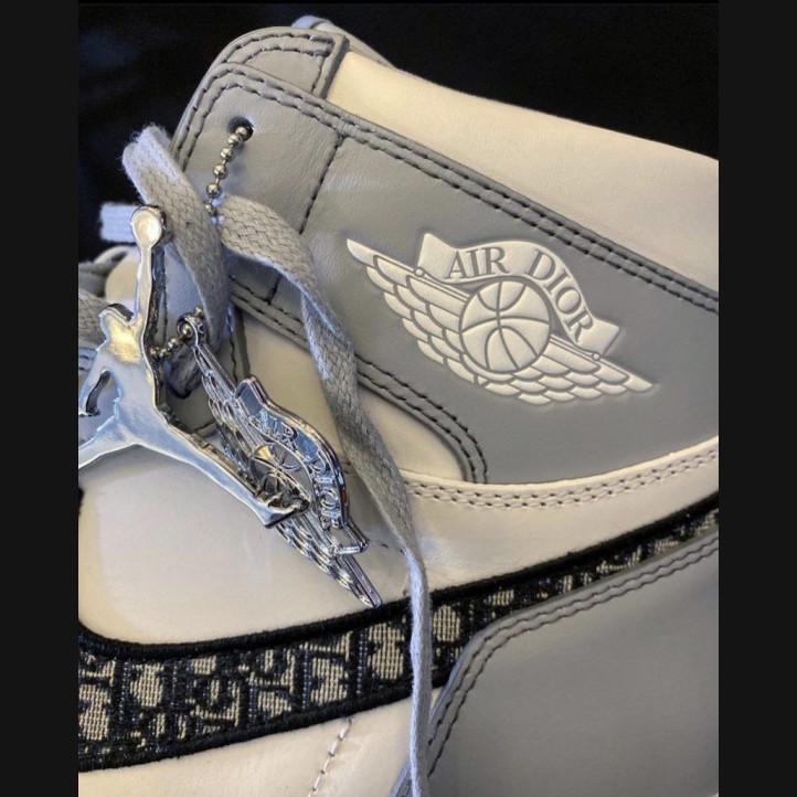 Брелок Air Jordan x Dior